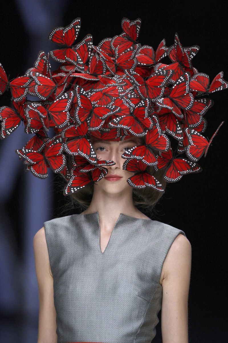 Shot_magazine butterfly headdress of hand painted turkey feathers philip treacy for alexander mcqueen la dame bleu spring summer 2008 copyright anthea sims 1
