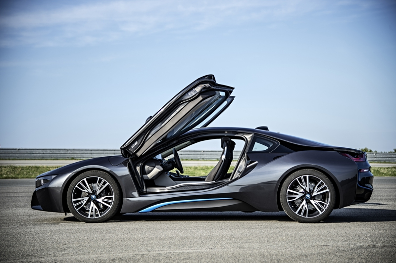SHOT Magazine BMW I8 3