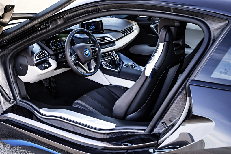 SHOT Magazine BMW I8 5