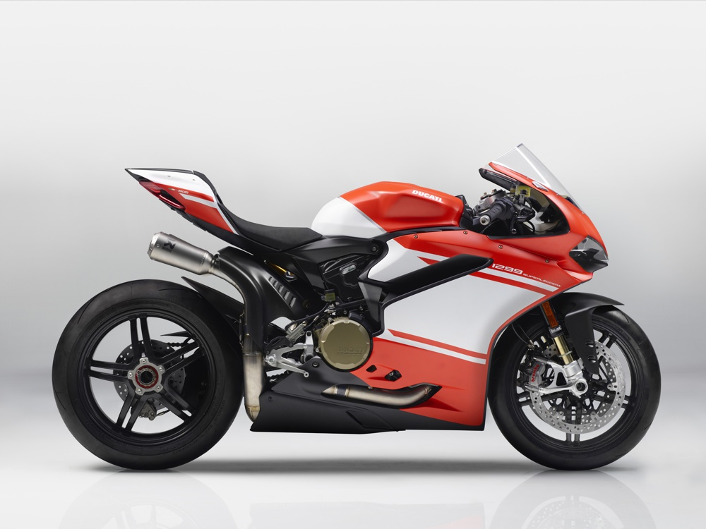 01 1299 SUPERLEGGERA shot magazine