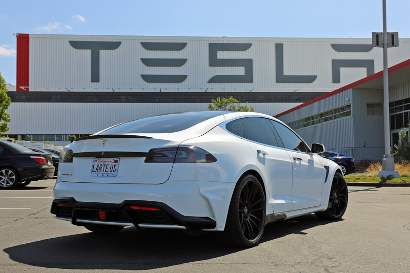 shot_magazine_Tesla_model_s